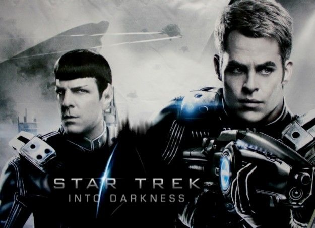 スポック(左)とカーク(右)、star trek into darkness