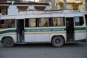 レー=スリナーガル行きバス