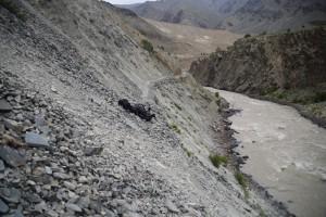 トレイルが落石で消えてます、怖かったです、チャー=プルニ間