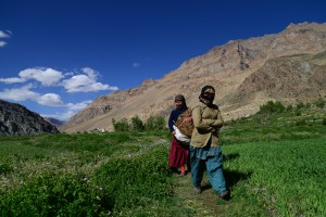 対岸の村の女たち、プクタル