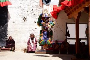 踊りを率いる僧、カルシャ・ゴンパ