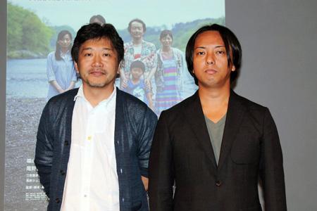 是枝監督(左)と滝本幹也撮影監督(右)