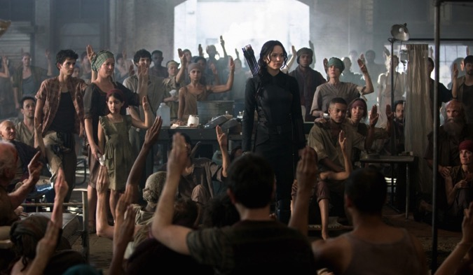 Hunger games mockingjay part one 2014 001 katniss with assembled fighters