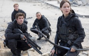 The_Hunger_Games-Mockingjay-Jennifer_Lawrence-Liam_Hemsworth-001.jpg