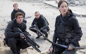 The_Hunger_Games-Mockingjay-Jennifer_Lawrence-Liam_Hemsworth-001.jpg