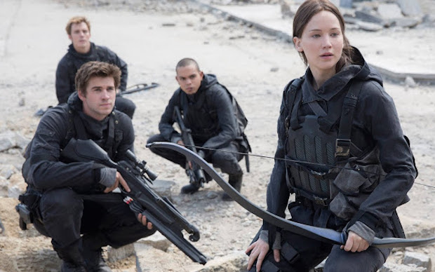 The Hunger Games Mockingjay Jennifer Lawrence Liam Hemsworth 001