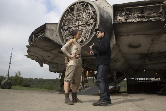 Star wars the force awakens j j abrams daisy ridley 600x400