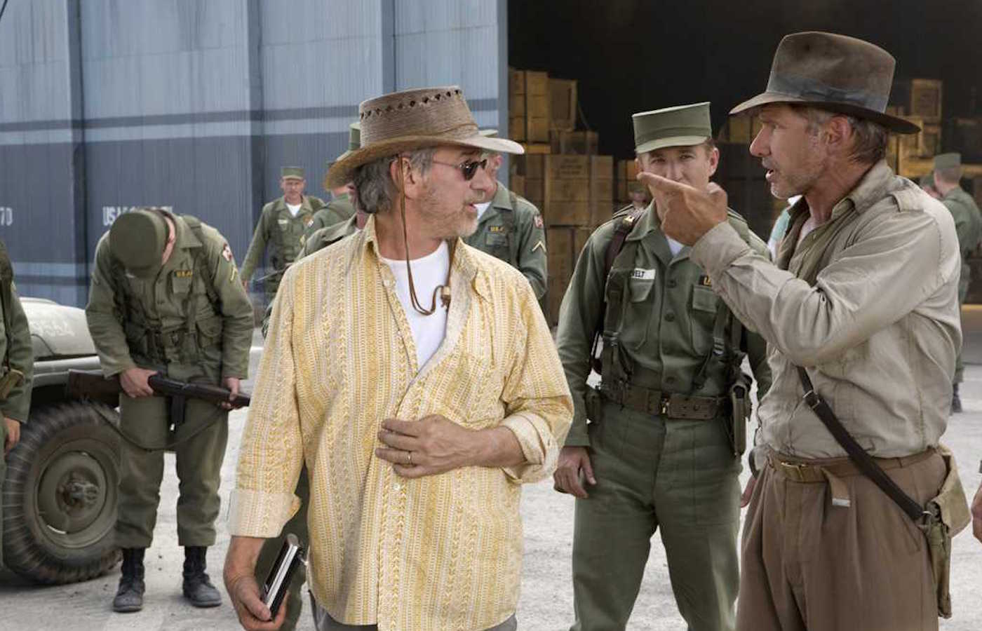 steven-spielberg-harrison-ford-indiana-jones.jpg