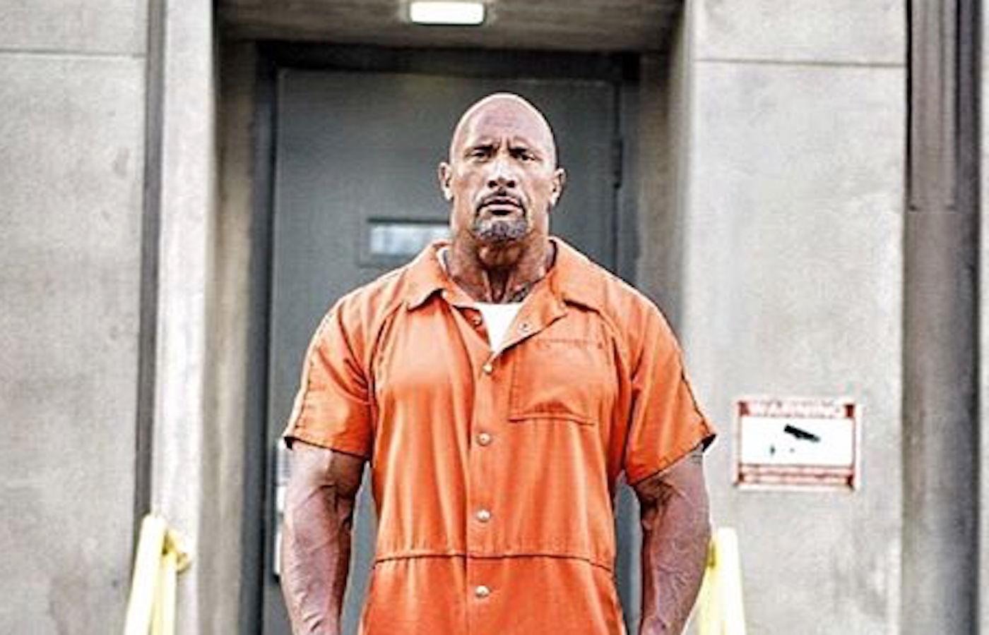 『ワイルド・スピード8』でドウェイン・ジョンソン演じるホブスの囚人写真が公開!
