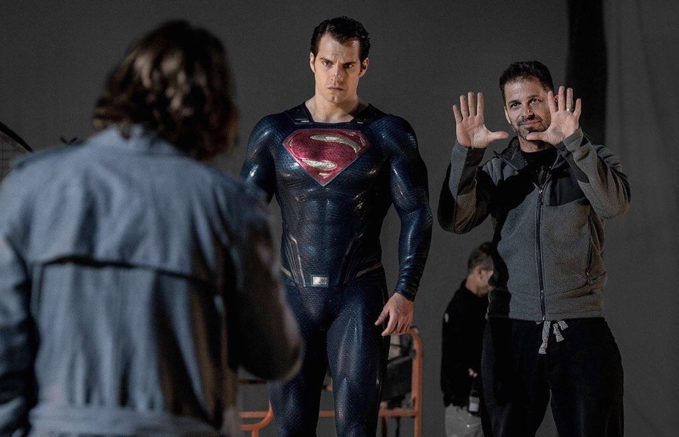 「スーパーマン」ヘンリー・カヴィルが『ジャスティス・リーグ』用の黒いスーツを公開!