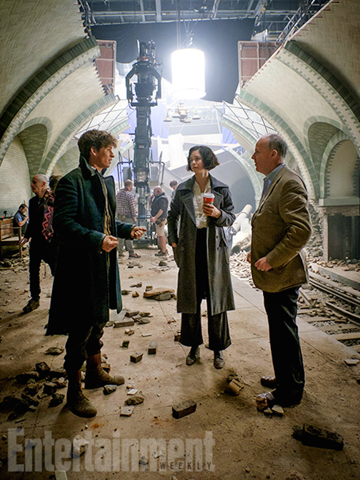 Fantastic beasts set photo redmayne waterston yates