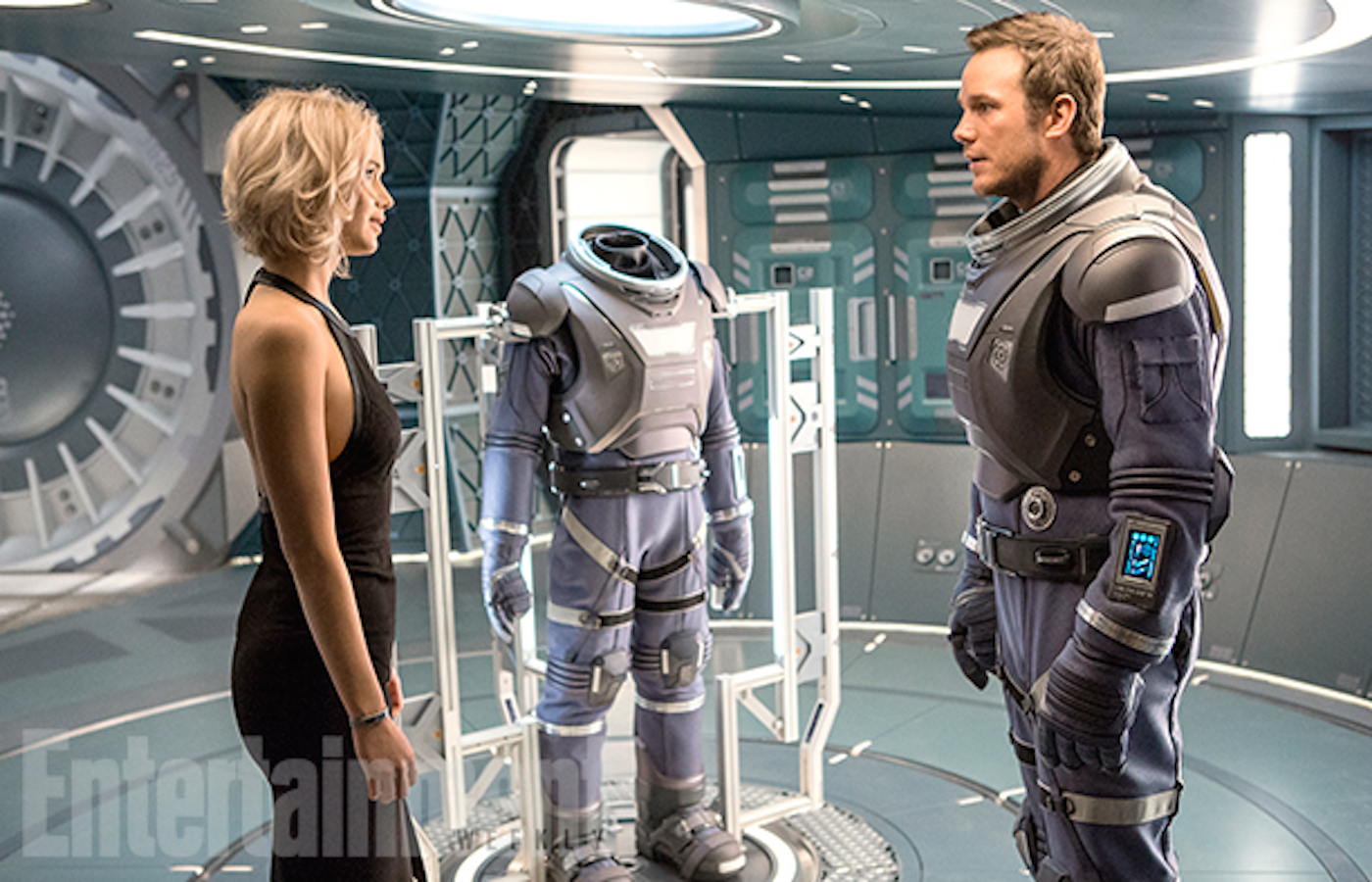 Passengers chris pratt jennifer lawrence 2