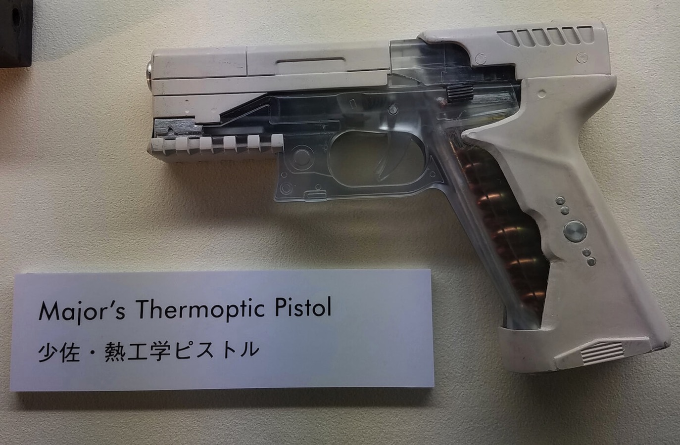 ghost-in-the-shell-thermoptic-pistol-the-major-scarlett-johansoon-copy.jpg