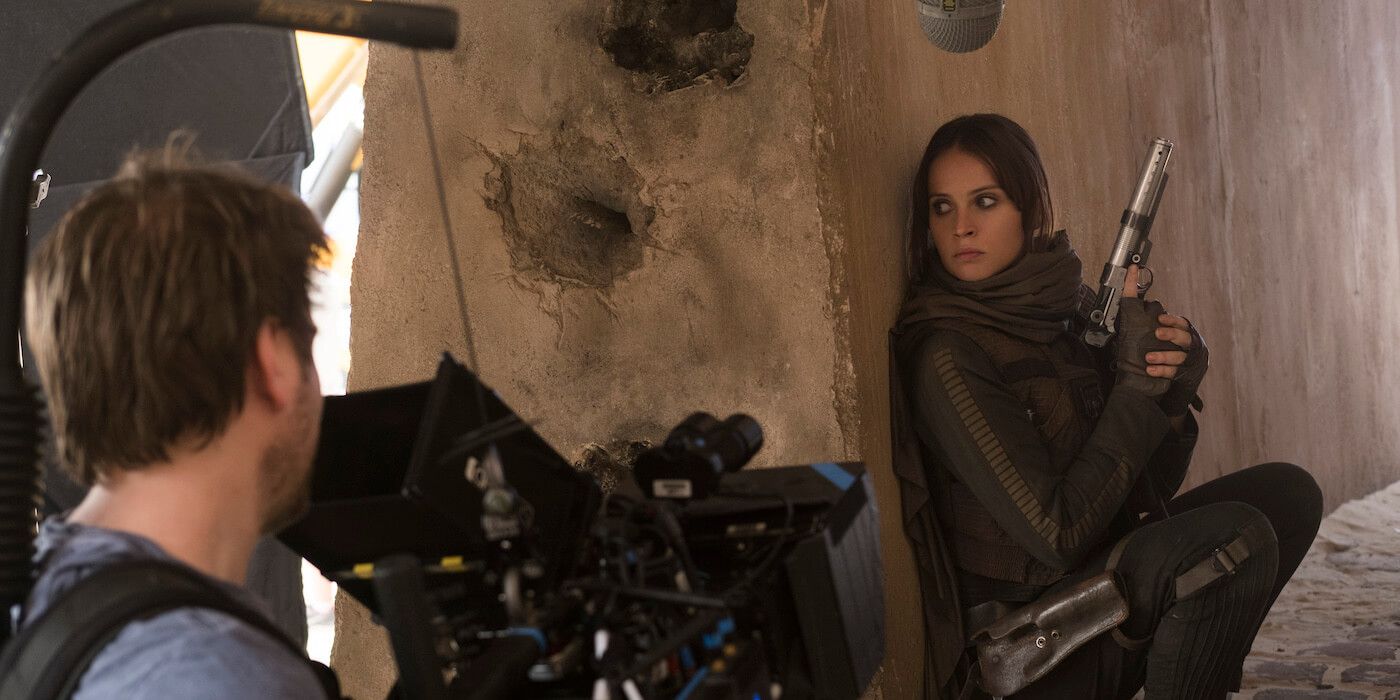 Rogue one set image felicity jones gareth edwards