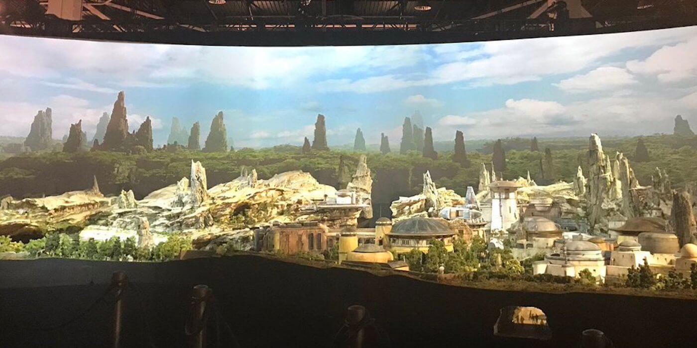 ディズニーが建設中「スター・ウォーズ・ランド」の最新画像と映像が公開!